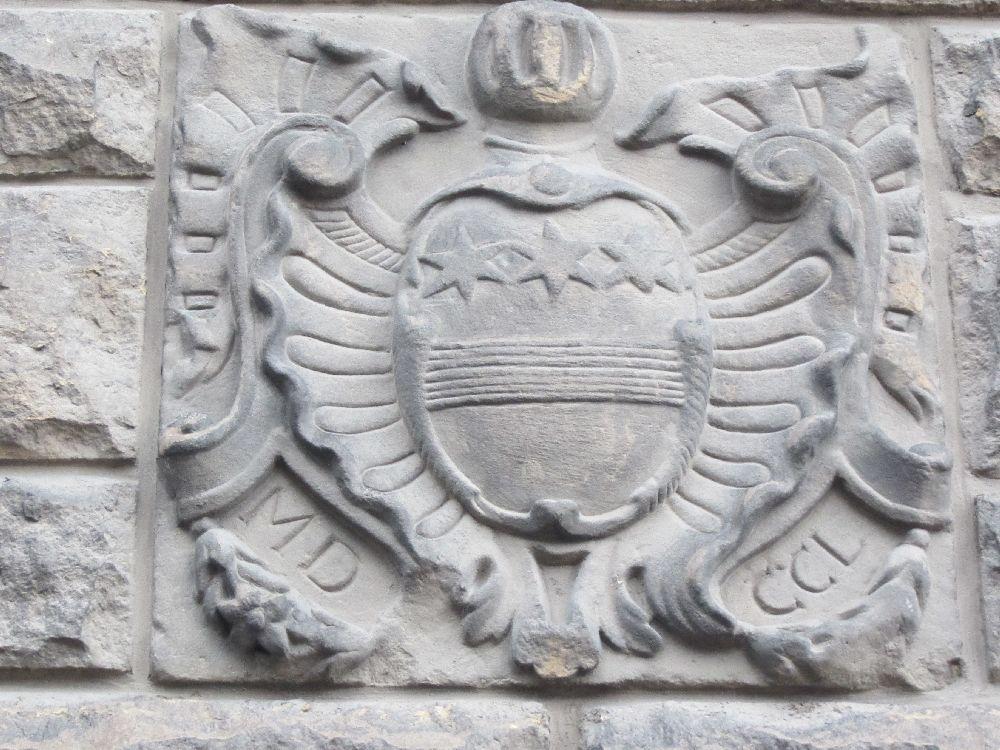 Noch ein Wappen an der Kirche von Bonnevoie