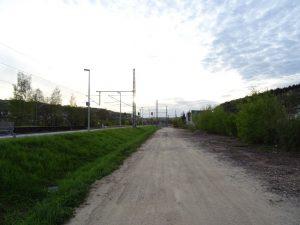 Der Weg entlang der Gleise