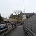 """Radfahren auf der provisorischen """"Nei Bréck"""" (Pont Adolphe) in Luxemburg Stadt"""