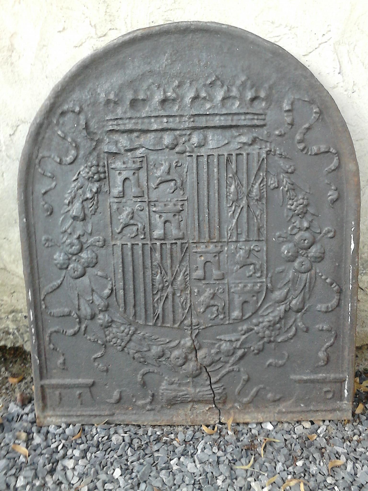Description des armoiries représentées sur une taque