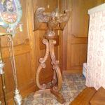 Buchhalter in Form eines Adlers aus Holz