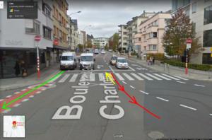 Eine Kreuzung, mit Autos, Fahrradaufstellstreifen, Radstreifen und eingezeichneten Alternativen